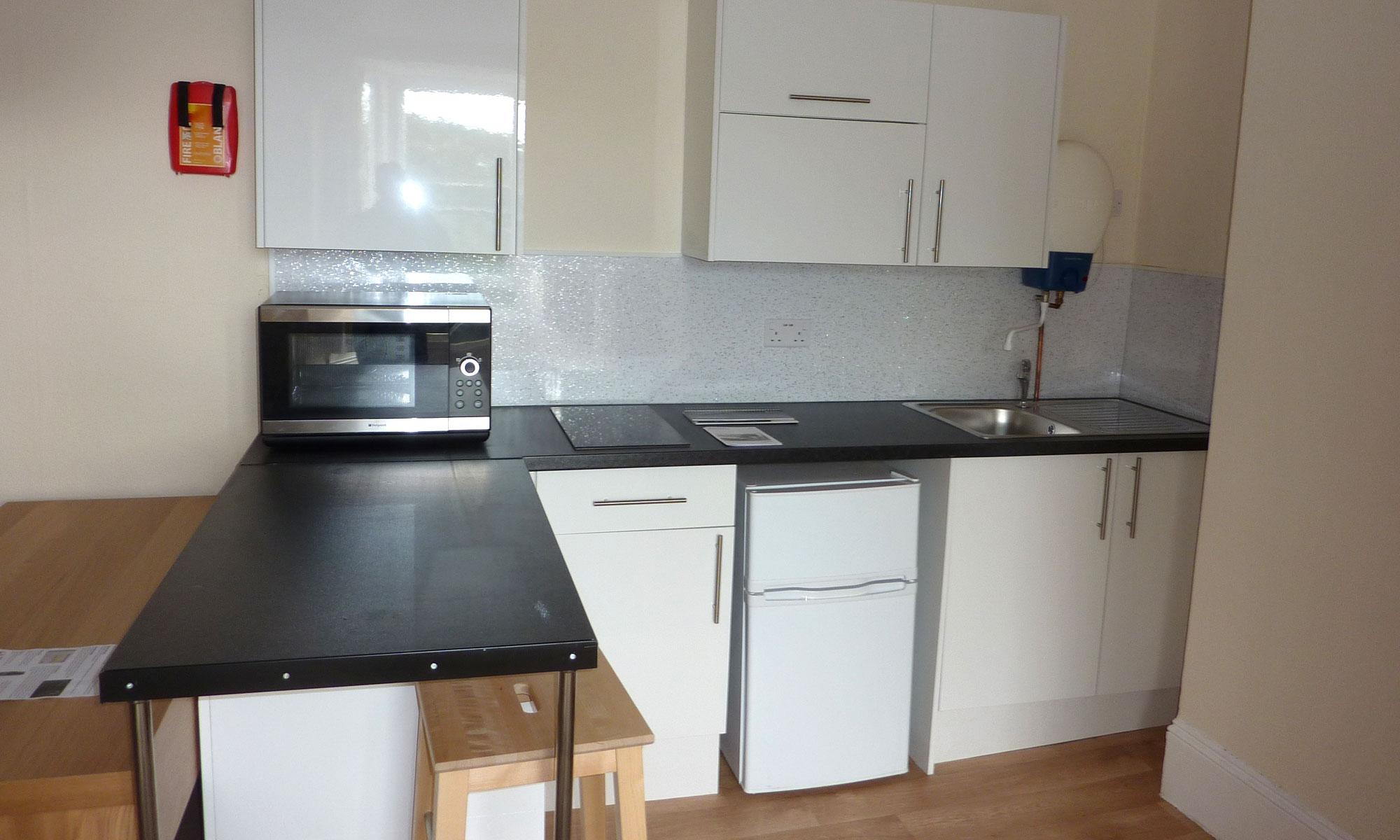 Dorset-gardens-bedsit-kitchen-2